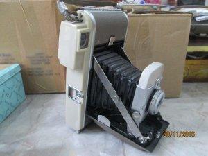 máy ảnh xưa hiệu polaroid, trưng bày đẹp, made in usa.