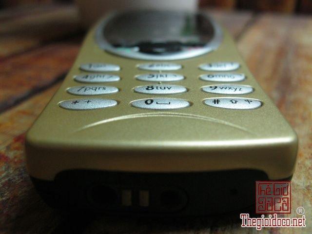 Nokia-8210-Gold (5).JPG