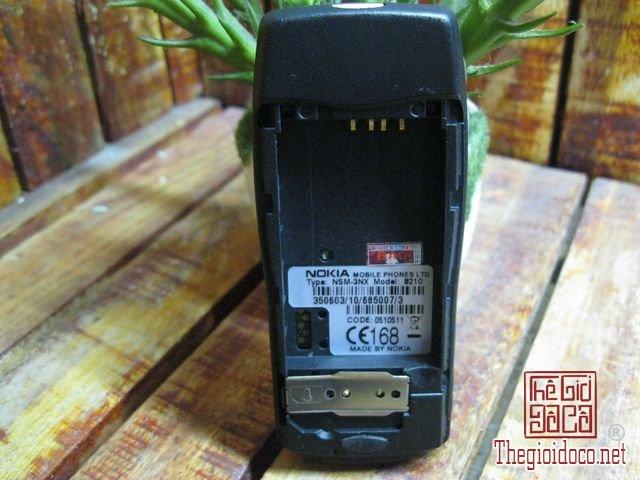 Nokia-8210-Gold (8).JPG