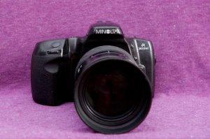 máy ảnh minolta 303 si + lens 100-300 1:4.5-5.6 giá 800k