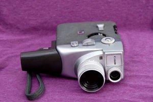 máy quay canon Motor Zoom 8