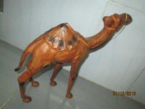 cặp lạc đà bằng da đẹp và nhìn như thật, dành cho các bác chơi bật lửa camel.
