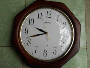 Đồng hồ treo tường Nhật Quartz, Vỏ gỗ