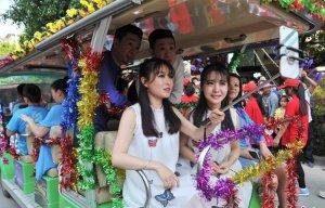 Thị trấn sinh đôi hút khách du lịch ở Trung Quốc
