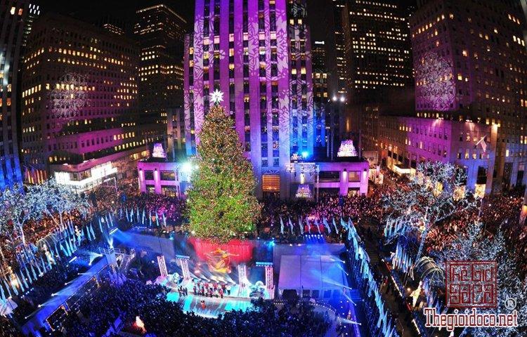 Không khí Giáng sinh đã tràn ngập trên đường phố Tây (P (1).jpg