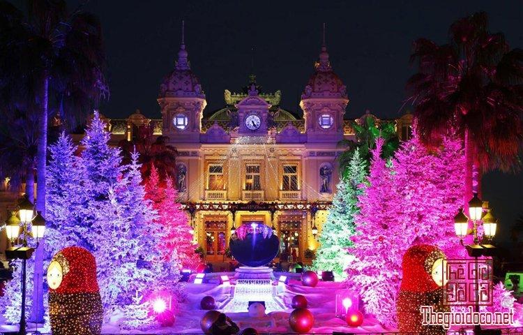 Không khí Giáng sinh đã tràn ngập trên đường phố Tây (P (2).jpg