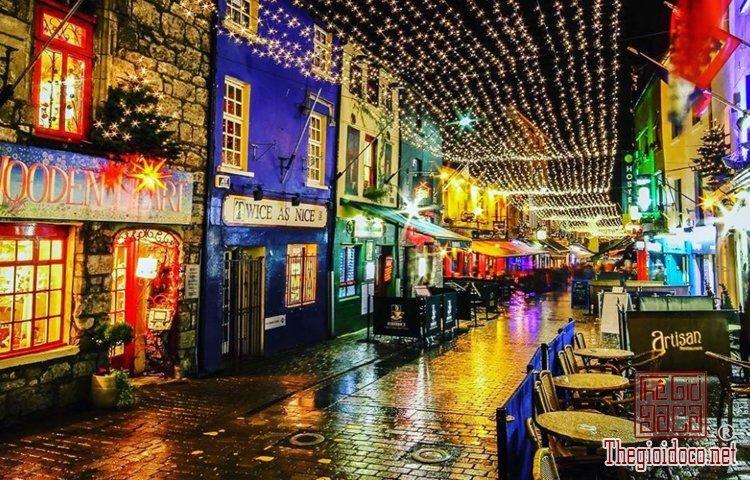 Không khí Giáng sinh đã tràn ngập trên đường phố Tây (P (4).jpg