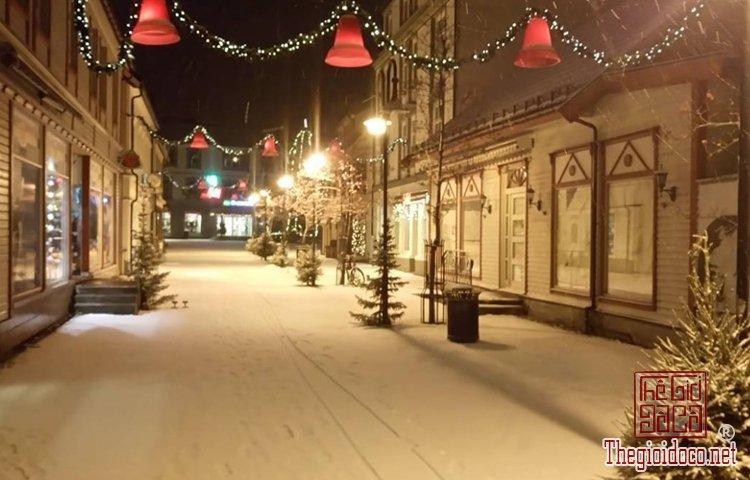 Không khí Giáng sinh đã tràn ngập trên đường phố Tây (P (5).jpg