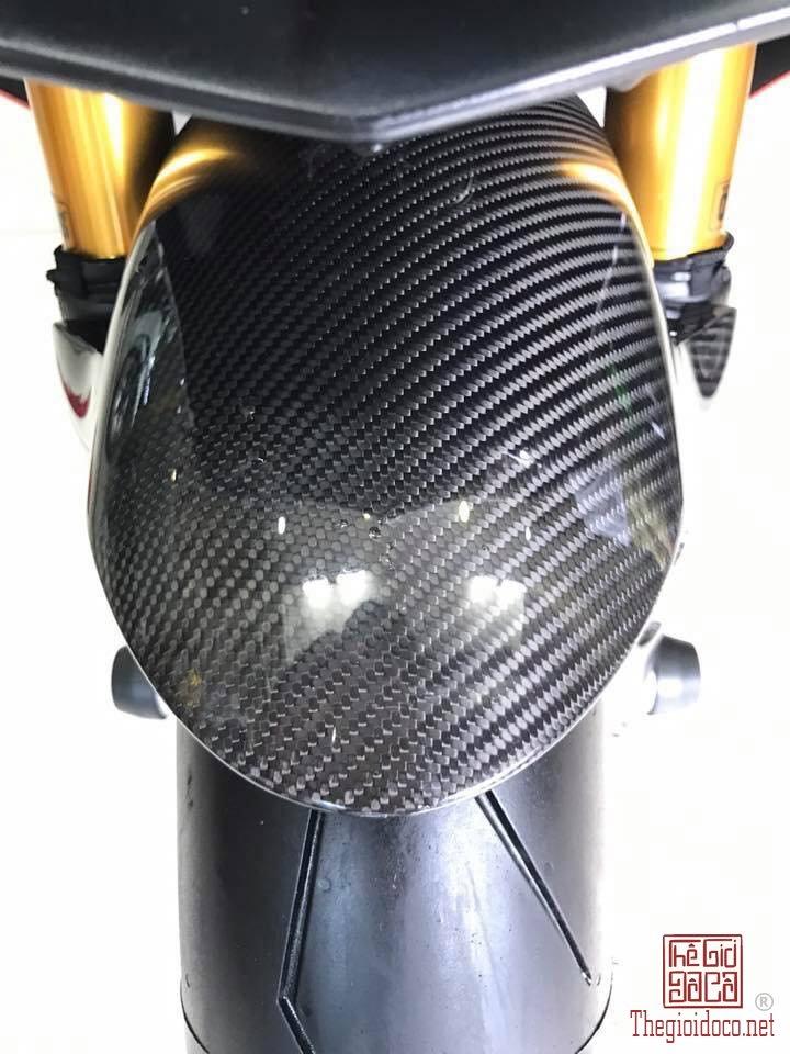 Yamaha YZF-R1 (9).jpg