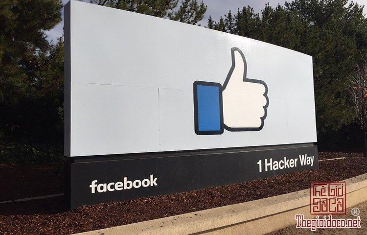 tấm-biển-tại-trụ-sở-chính-Facebook  (1).jpg