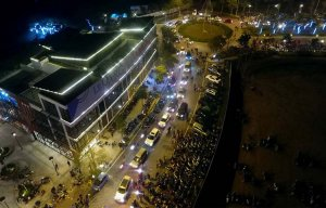 Nghìn người đổ về khu vườn đèn lồng khổng lồ ở Hà Nội