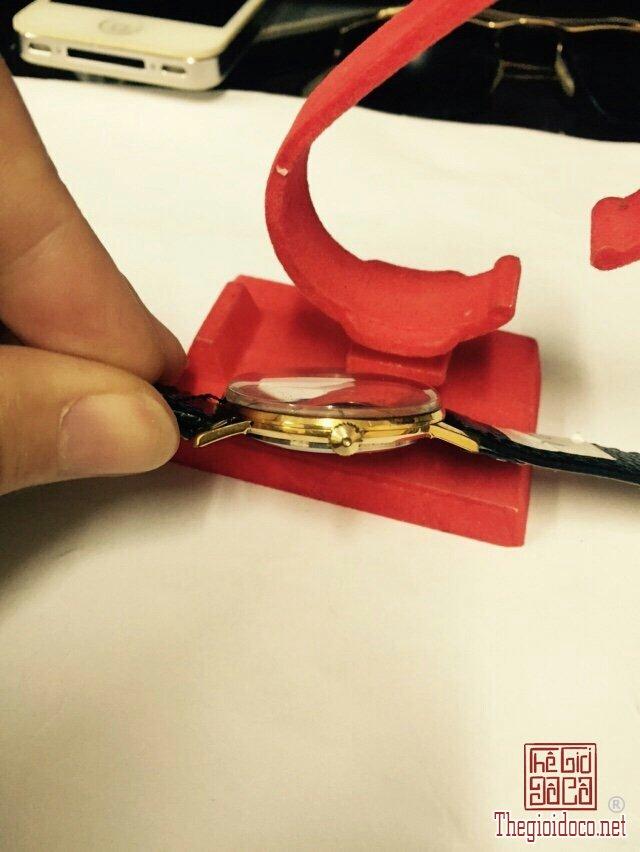 Đồng hồ Raketa kim rốn, máy lên dây, vỏ lacke (2).jpg