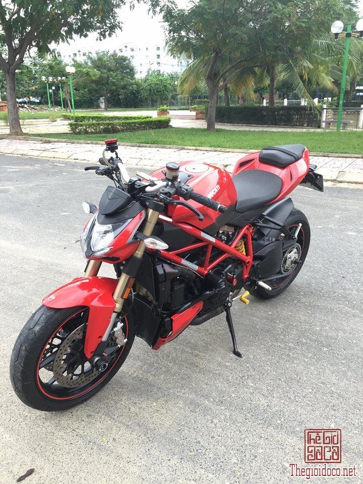Ducati StreetFighter 848 (3).jpg