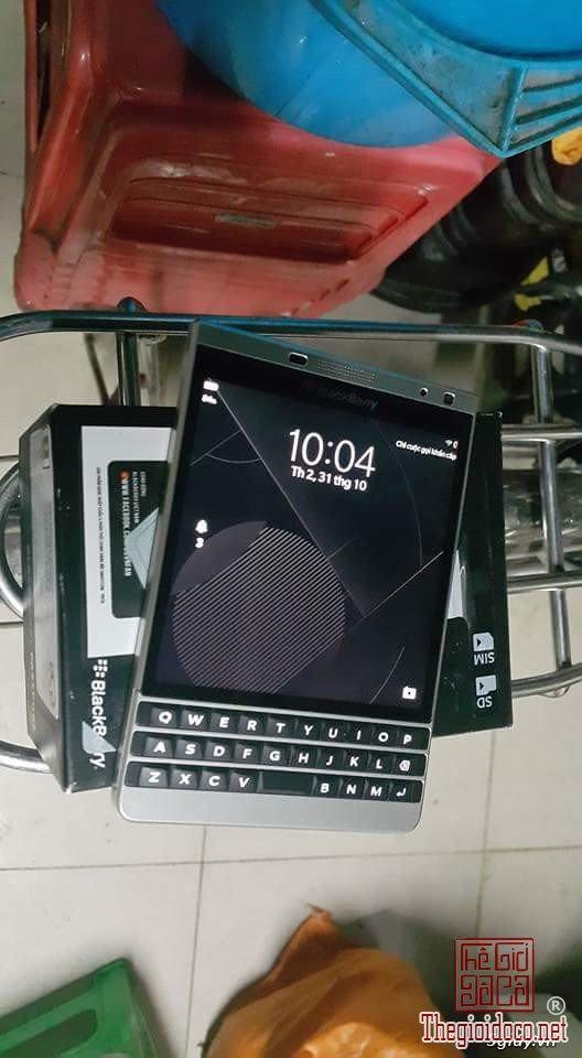Blackberry passport silver edition (2).jpg