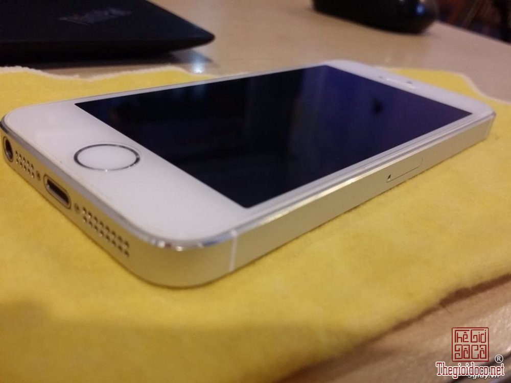 IPHONE 5S SILVER (6).jpg