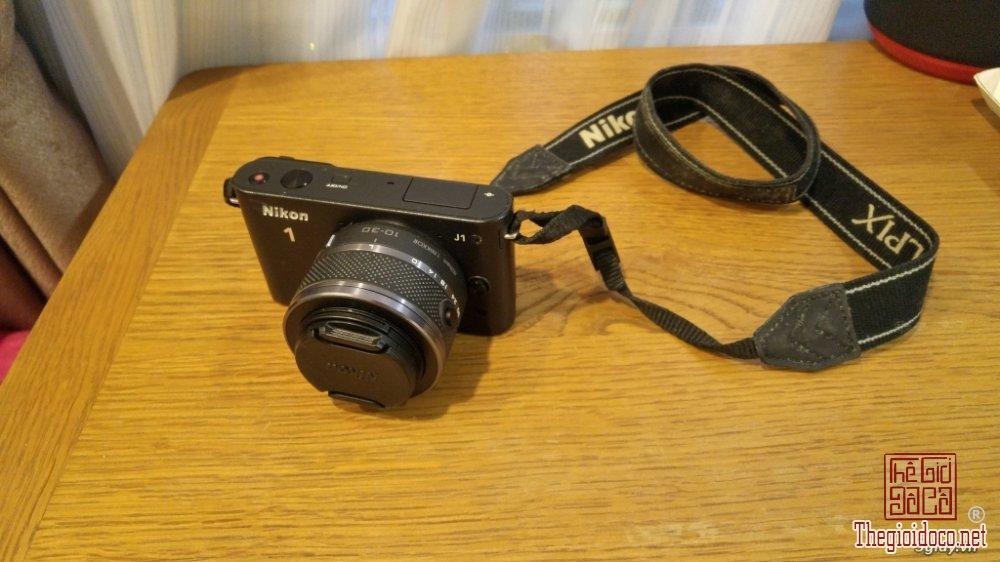 Nikon J1 (1).jpg