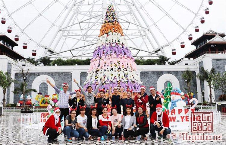 Cây thông Noel khổng lồ (1).jpg