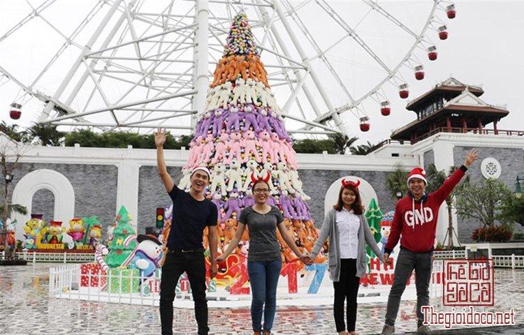 Cây thông Noel khổng lồ (2).jpg
