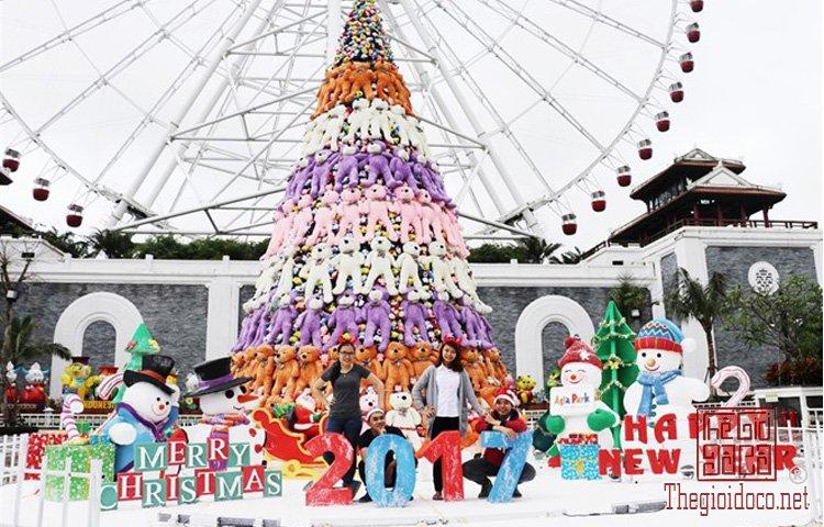 Cây thông Noel khổng lồ (3).jpg