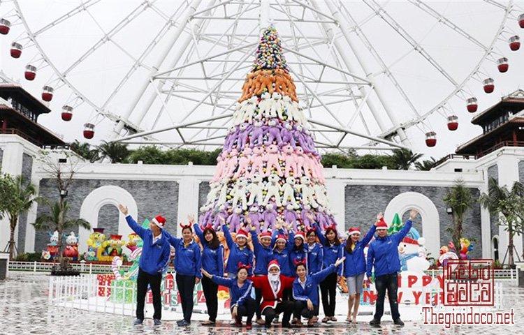 Cây thông Noel khổng lồ (4).jpg