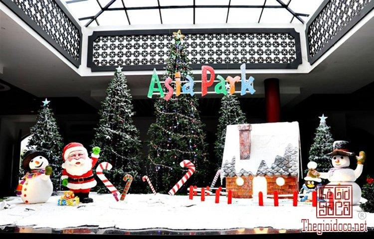 Cây thông Noel khổng lồ (5).jpg