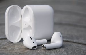 Tai nghe Apple AirPods đã chính thức có hàng tại FPT Shop, 4,699 triệu đồng
