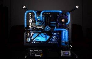 """""""FOUR"""", dàn máy tính với tản nhiệt nước tông xanh tuyệt đẹp"""
