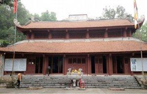 Lá phong nhuộm đỏ rực chốn cửa Phật ở Hải Dương