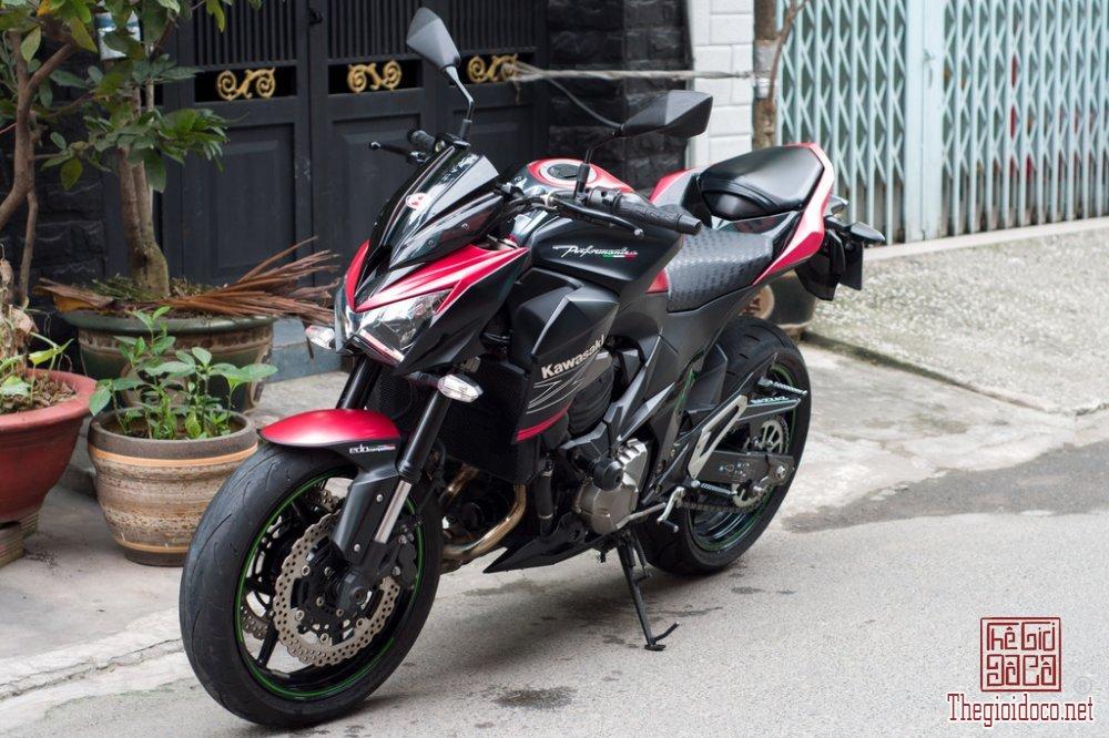 Kawasaki Z800 2015 (3).jpg