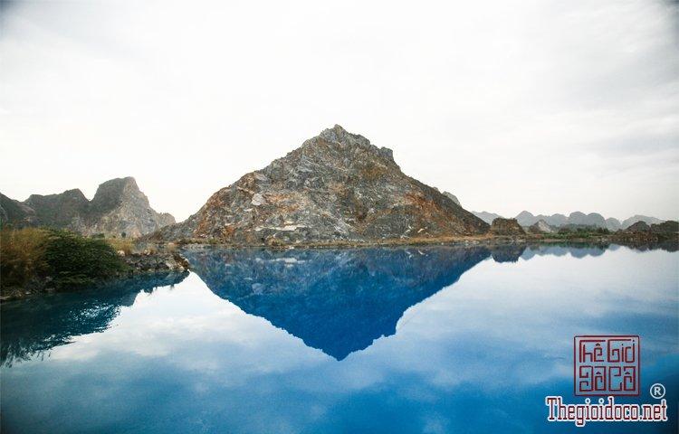 hồ nước xanh (1).jpg