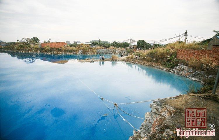 hồ nước xanh (2).jpg