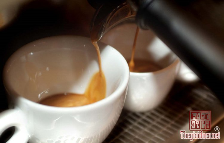 Bí quyết uống espresso sành như người Italy (3).jpg