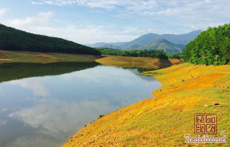 Hồ Hòa Trung (1).jpg
