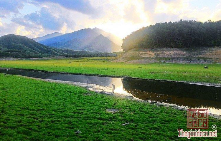 Hồ Hòa Trung (2).jpg