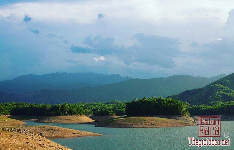 Hồ Hòa Trung (7).jpg