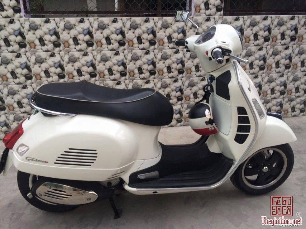 Vespa GTS super 125IE (1).jpg