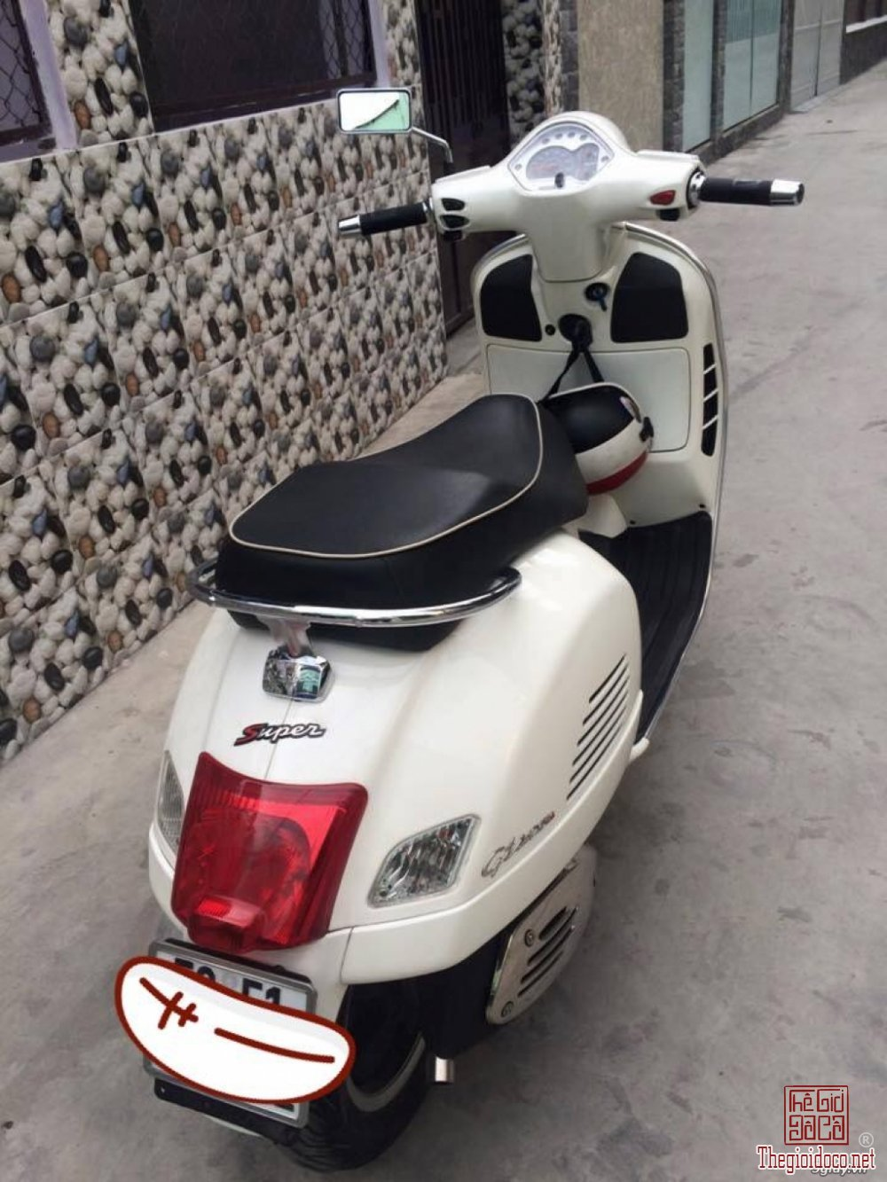 Vespa GTS super 125IE (4).jpg