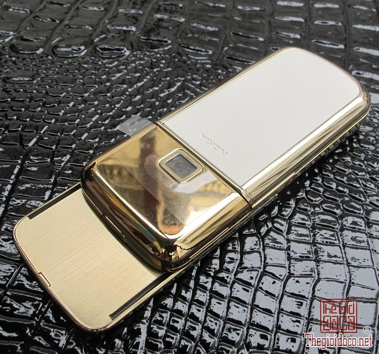 1475848379_xnokia-8800-gold-arte-da-trang-0239996zoom.jpg