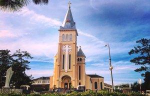 Hai nhà thờ nổi tiếng nhất Đà Lạt - Bạn nên đến một lần