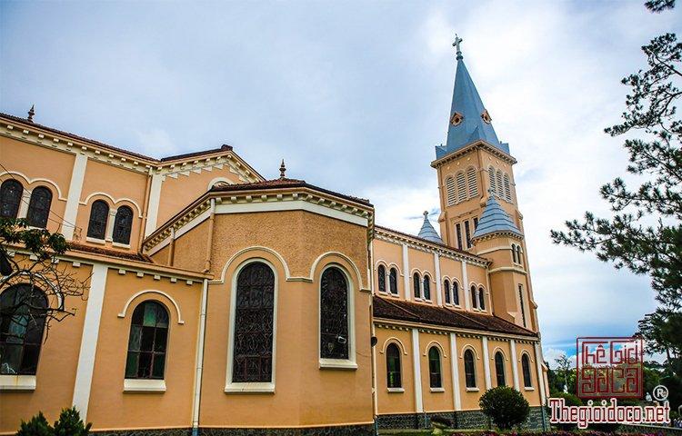 Nhà thờ Chính tòa và Domaine de Marie (2).jpg
