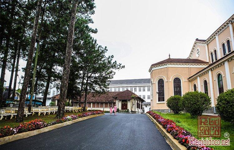 Nhà thờ Chính tòa và Domaine de Marie (4).jpg