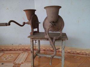 Cối xay cafe và thùng giữ nhiệt