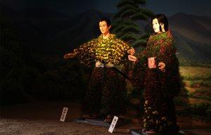 Búp bê mặc trang phục hoa cúc trong lễ hội ở Nhật Bản