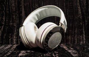 Hãng âm thanh Onkyo giới thiệu tai nghe giá 2 tỷ đồng