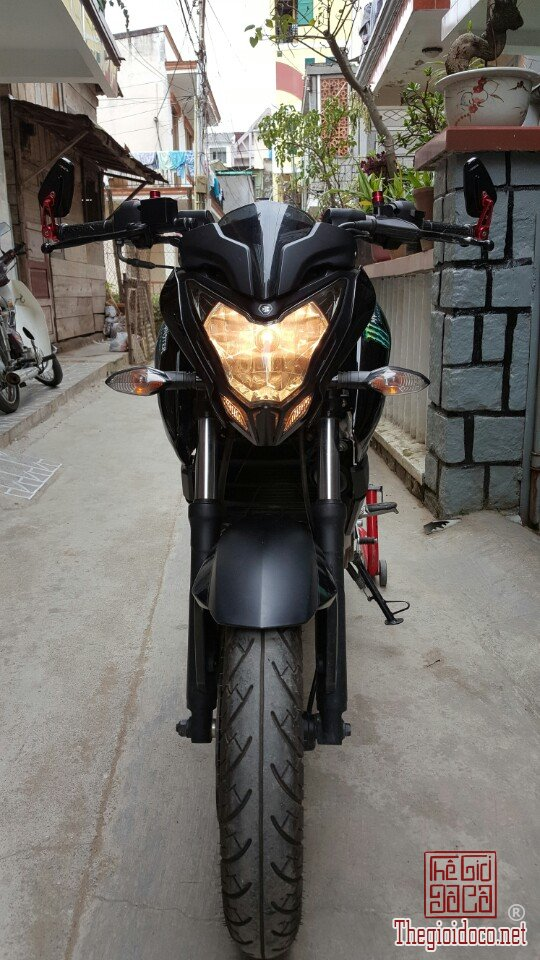 Moto Pulsar 200NS (1).jpg