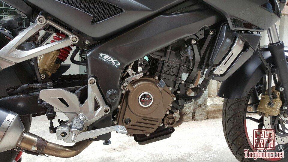Moto Pulsar 200NS (3).jpg