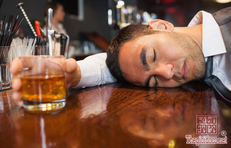 ngộ độc rượu,rượu pha cồn Methanol,giải rượu, (1).jpg