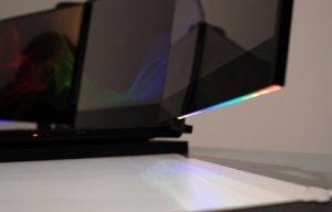 Razer định bán 1 chiếc laptop chơi game với 3 màn hình, trông rất chất chơi