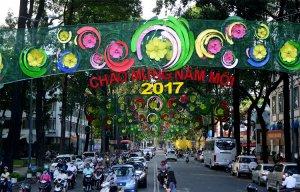 Đoạn đường 500 m trang trí lòe loẹt ở Sài Gòn