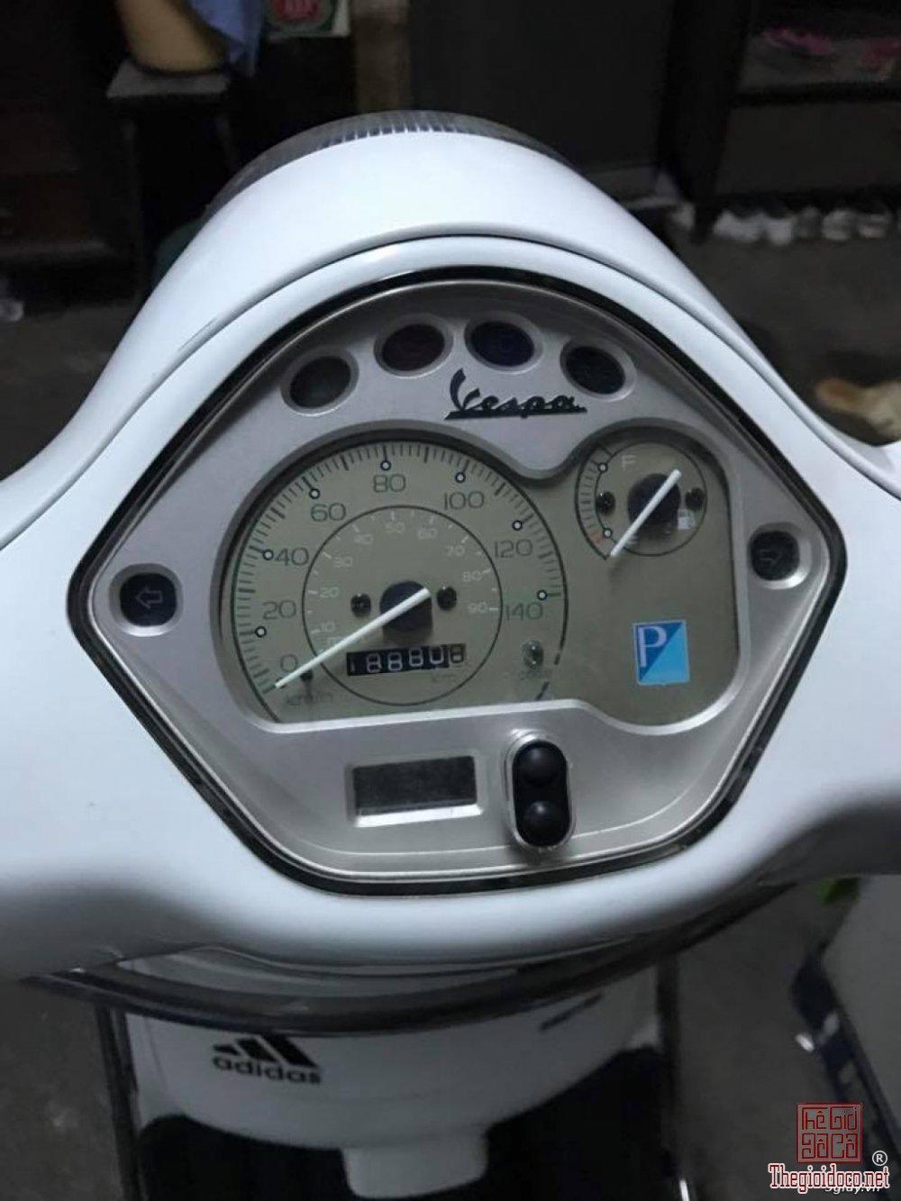Vespa LX 125 (1).jpg